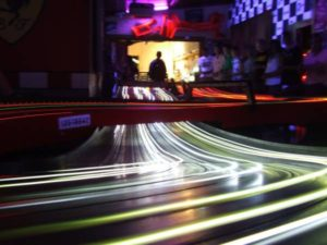 'The night time is the right time' Speedlines in de nacht